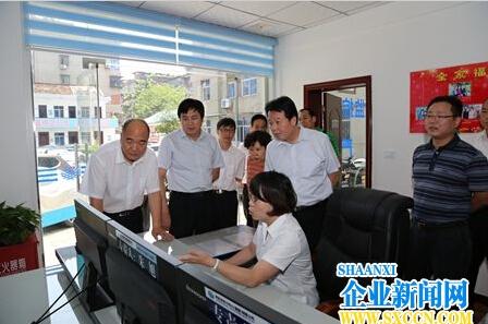 """陕西省地电集团领导深入基层""""送清凉""""(图文)"""