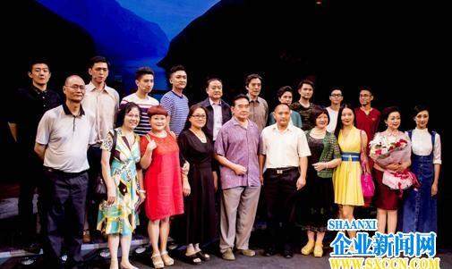 首部长江题材原创话剧《又到满山红叶时》在京演出