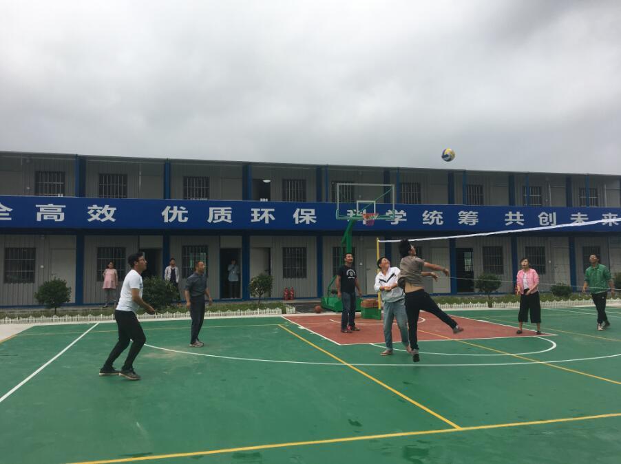 """开展排球友谊赛,与甲方当好""""战友""""(图文)"""