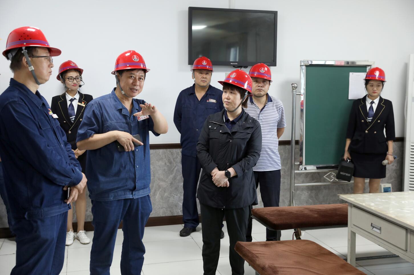 陕西省机械冶金建材工会主席谭小荣到龙钢公司调研