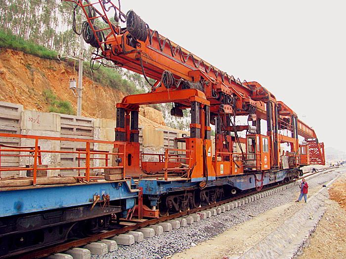 玉铁铁路铺架已经过桥隧群 顺利进入第二大站曲樟火车站