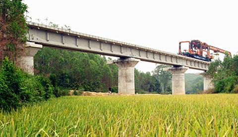 玉(林)至铁(山港)铁路架梁全部完成 铺轨110.6公里