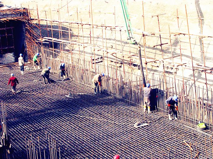 中铁二十局四公司大连地铁214标项目部向五一献厚礼