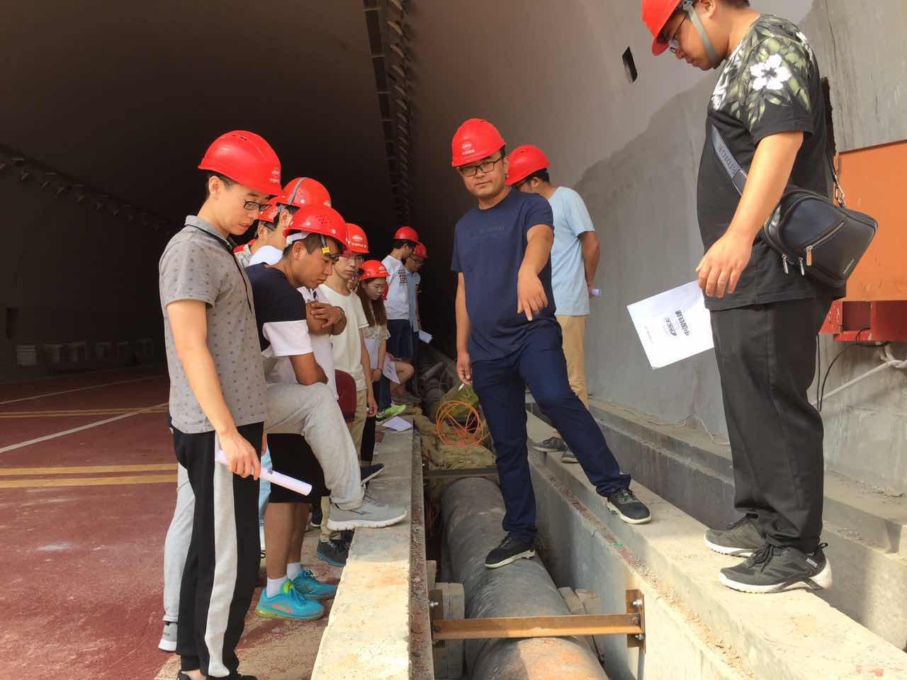 西北项目管理部组织新学员到施工现场参观学习