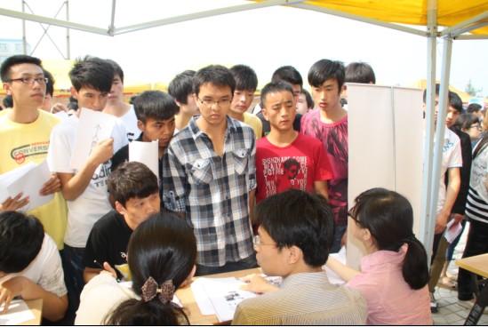 西安联合学院4月举行5场校园招聘会帮学生就业(图文)