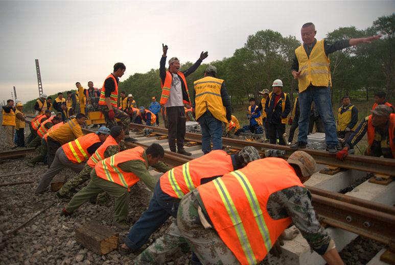 中铁二十局通让铁路独立屯站改施工稳步推进中