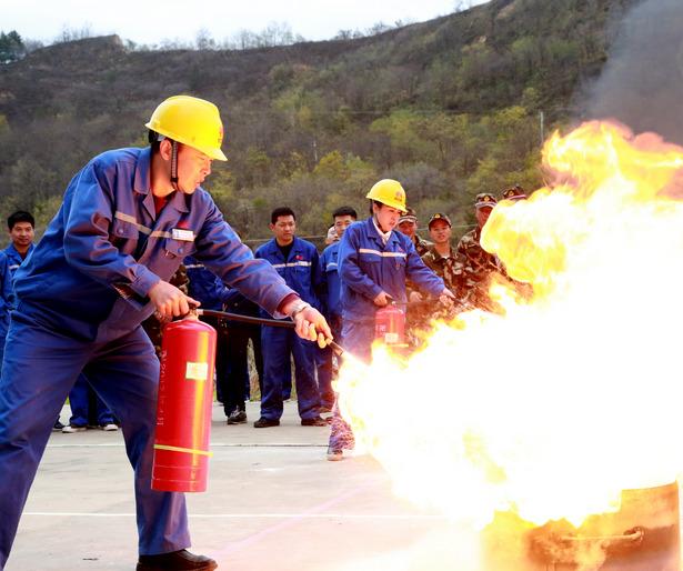 延安石油化工厂明枪暗箭练出真本事