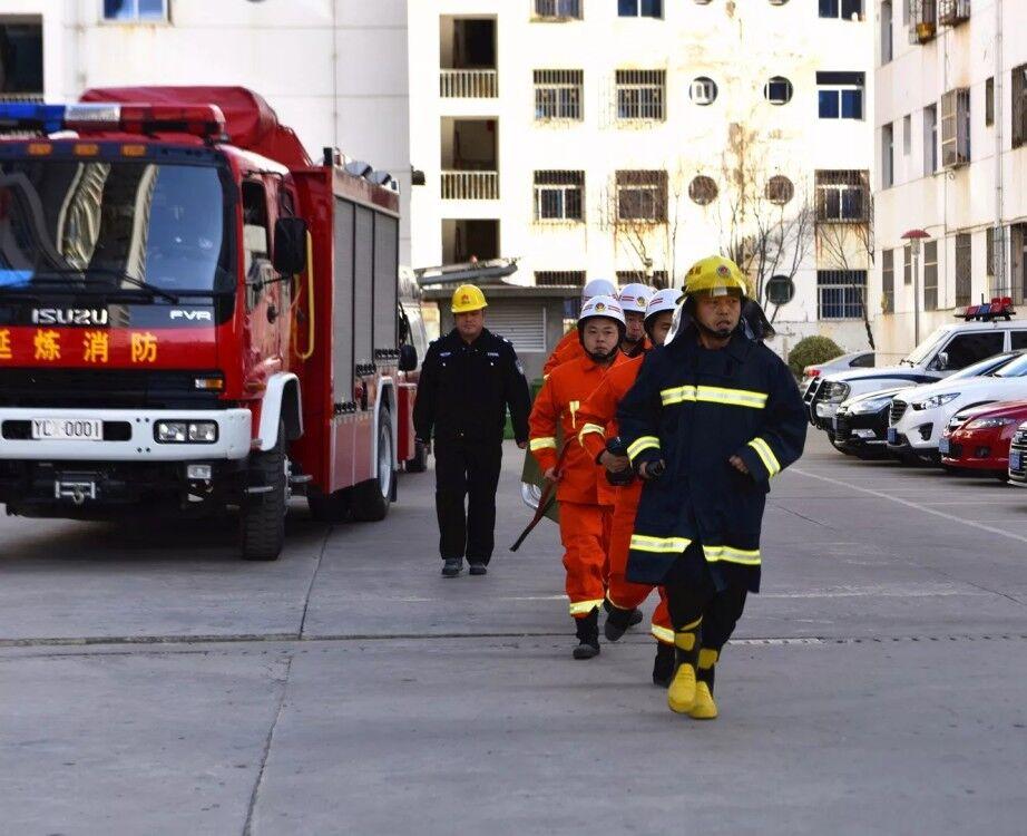 延炼开展电梯突发事故应急救援演练