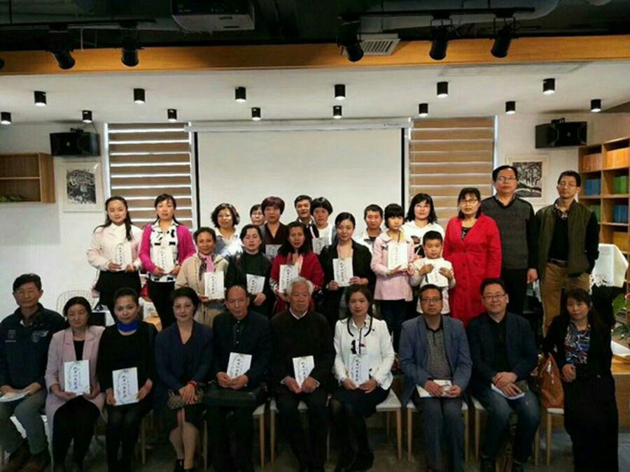 高新一中教师牛敬芳新书《吹开心头花朵》在西安首发