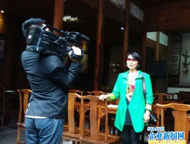 理事伏萍广丰采风接受电视台采访