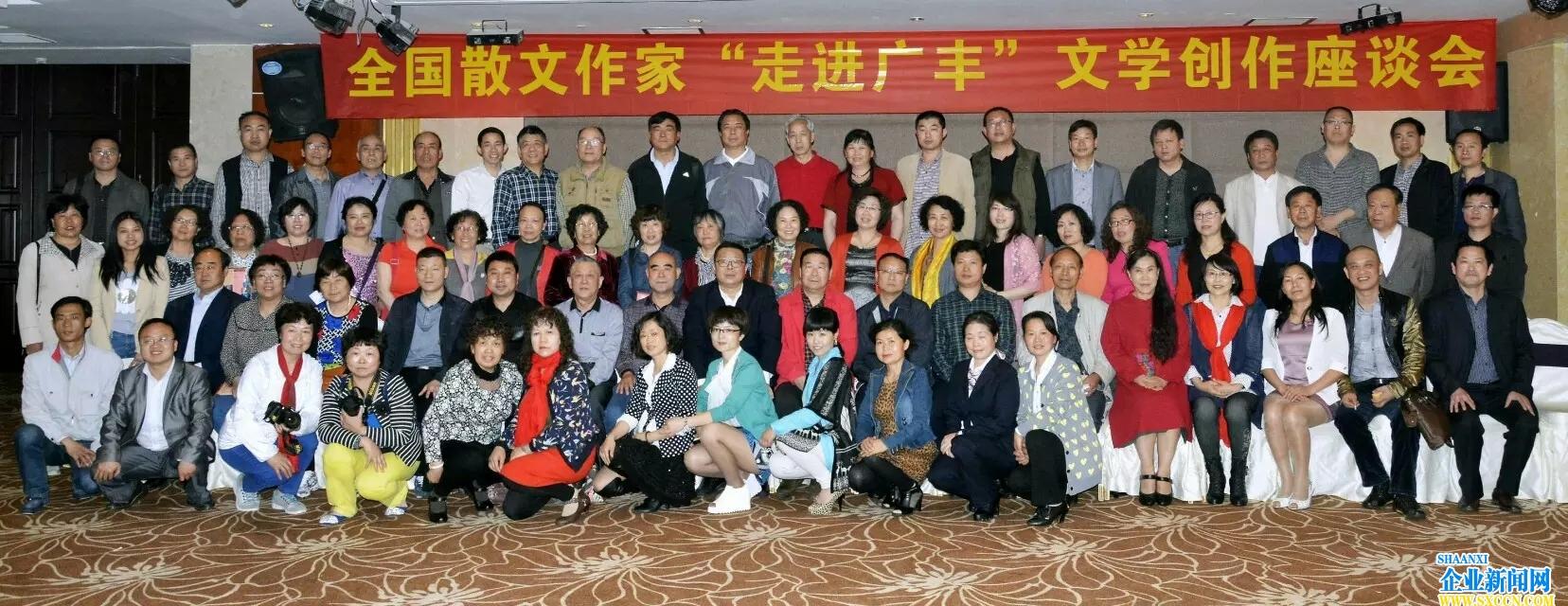 理事伏萍散文集《生命的叶子》在广丰全国笔会绽放风采